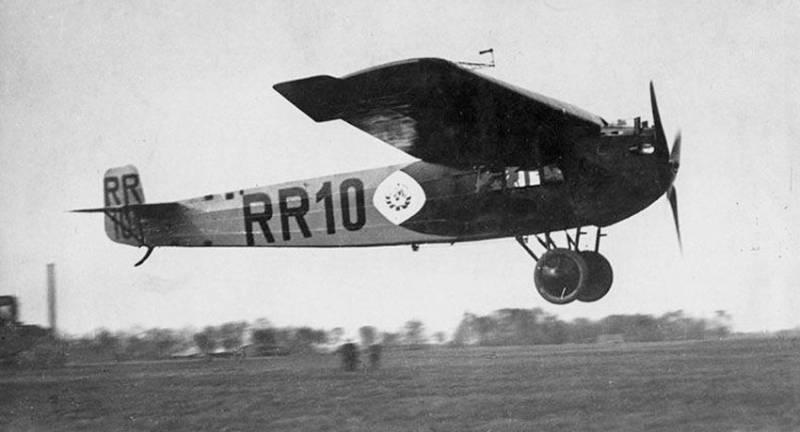 Fokker F – 3